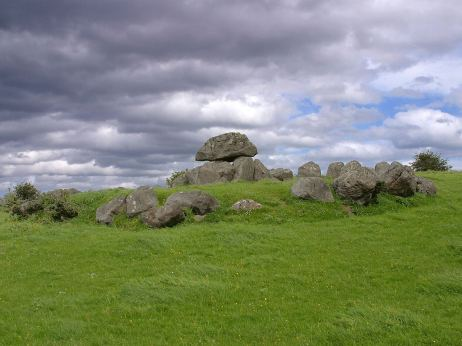 Carrowmore_tomb,_Ireland
